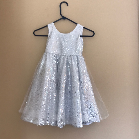 1dccf4003c6 🎉Girls silver sequined party dress. M 5b64a8dd0e3b8677b36833a7